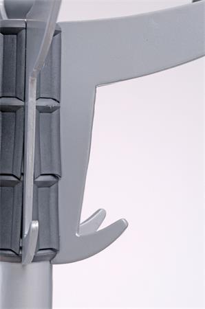 Ruhafogas, fém váz, műanyag akasztókkal, ALBA Sevilla, szürke