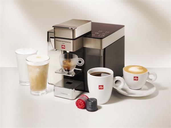 Kávéfőzőgép, kapszulás, tejhabosítóval, ILLY