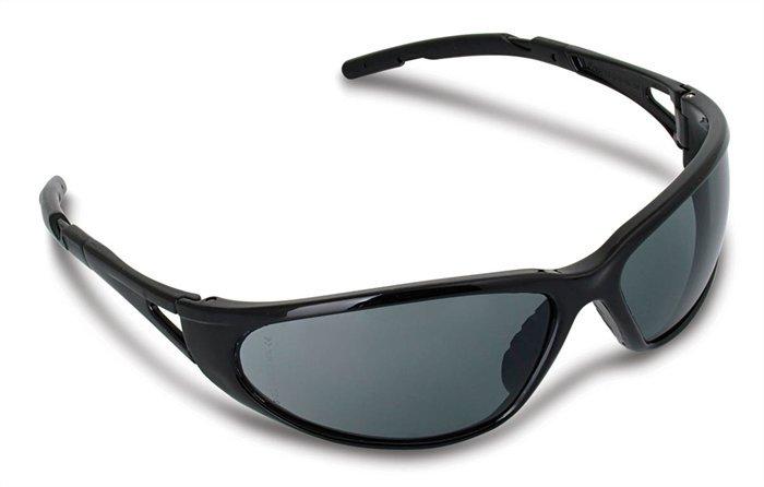 Védőszemüveg, sötétített, polarizált fényvédő lencsével,