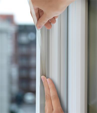 Ajtó- és ablaktömítő szalag, 9 mm x 6 m, TESA