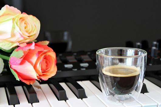 """6613ac916a A MOZART kávé olyan egyedi, mint a világhírű zeneszerző munkái. Az  """"Excellent Mild"""" Mozart legismertebb szerenádja, a Kis éji zene után kapta  nevét."""